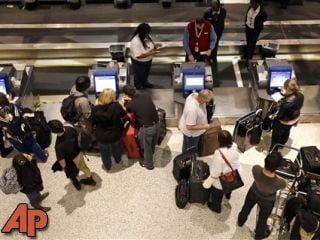 Airline passengers check-in at George Bush Intercontinental Airport Tuesday, Nov. 20, 2012, in Houston. (AP Photo/David J. Phillip)