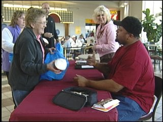 File: November 1, 2008 - Gilbert Brown makes a stop in Eau Claire