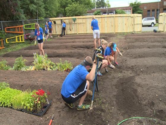 Youth Group Volunteers At Wausau Food Pantry Kwwl Eastern Iowa Breaking News Weather Closings