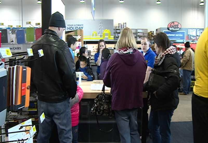 Shoppers fill stores on black friday waow newsline 9 for Michaels crafts wausau wi